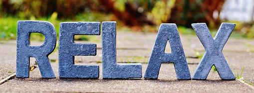 Relax en lettres bleues